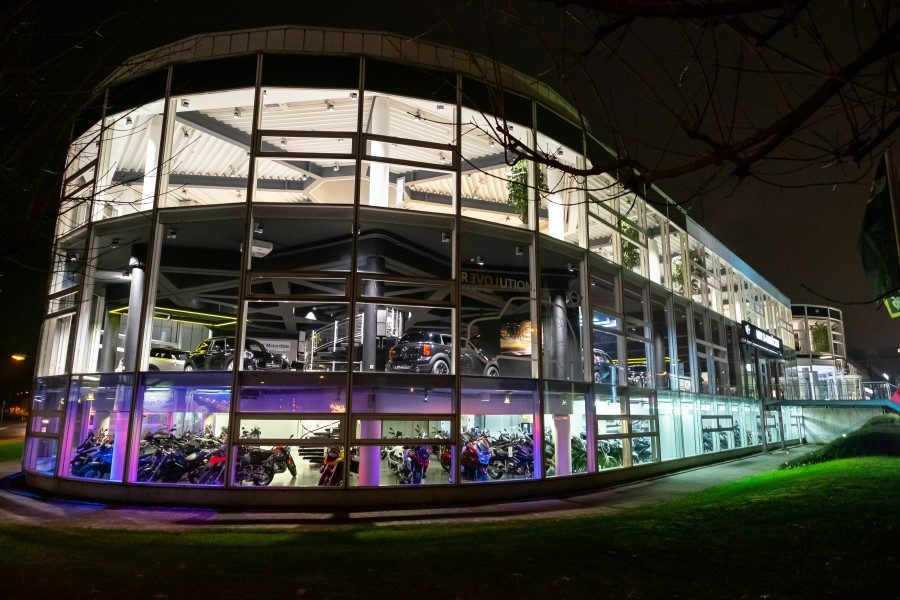 Nachtaufnahme BMW Turm frontal
